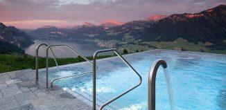 La piscina dell'Hotel Villa Honegg