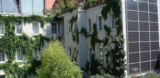 Il Boutique hotel Stadthalle di Vienna, dotato di pannelli solari e immerso nel verde. fonte: wikipedia.org