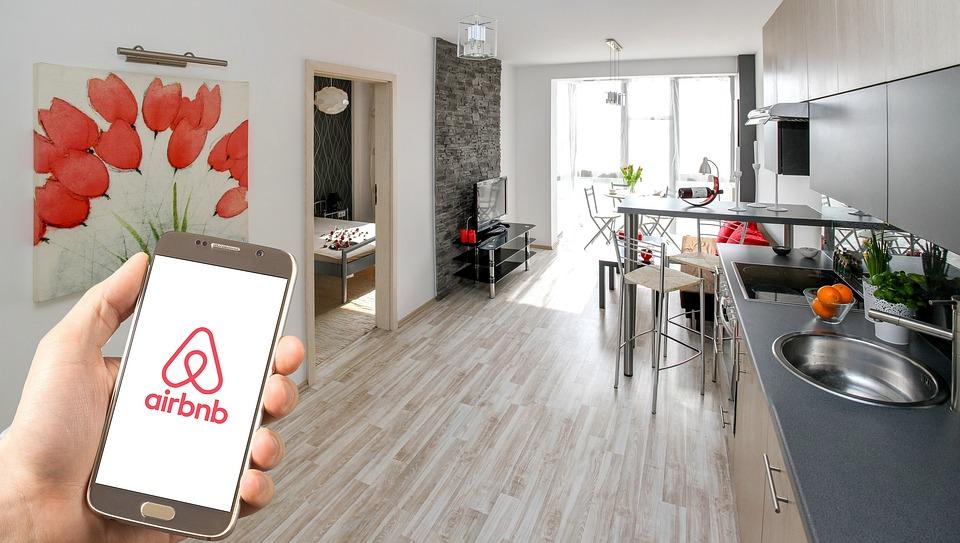 Prenota risparmiando per case ed esperienze uniche con Airbnb!