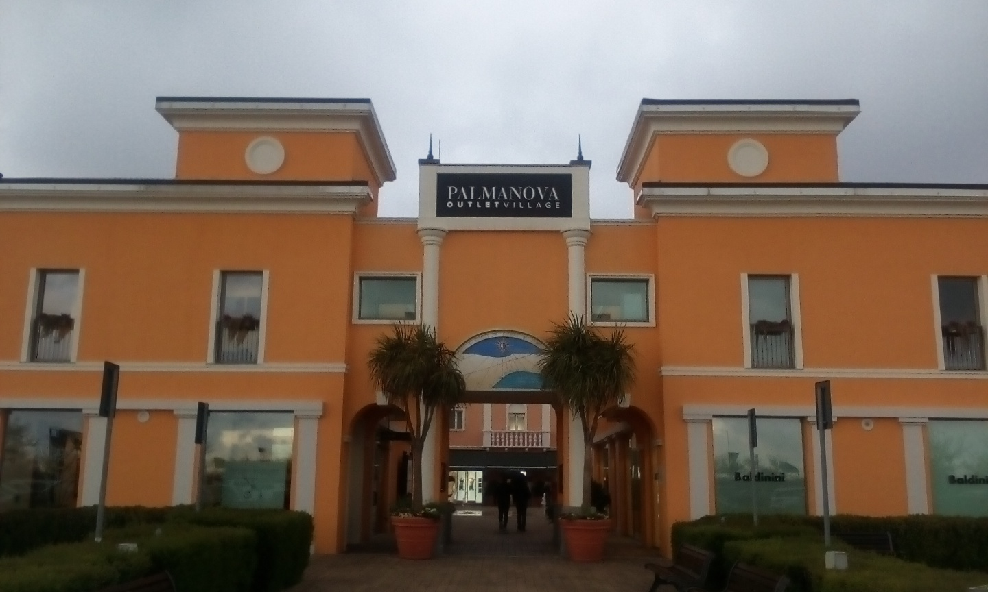 low priced 7af58 a6ad6 Palmanova Outlet Village: lo shopping e i siti Unesco ...
